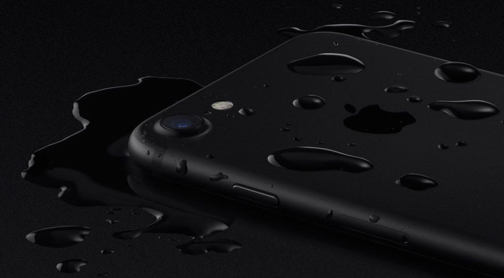 iPhone7が販売開始、ジェットブラックは予約完売でブラックも人気